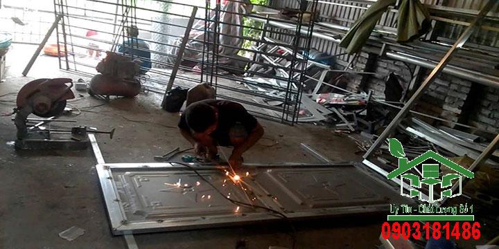 Thợ chuyên nhận sửa chữa cửa sắt tại nhà chuyên nghiệp uy tín giá rẻ