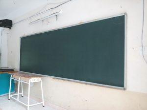 Sơn lại trường học